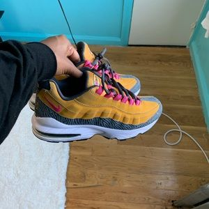 Nike Air Max 95 Gold/Pink/Anthracite Grey GS 6Y